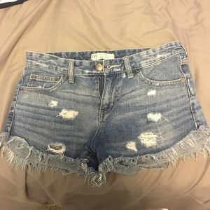FREE PEOPLE RIPPED SHORTS (s 26)
